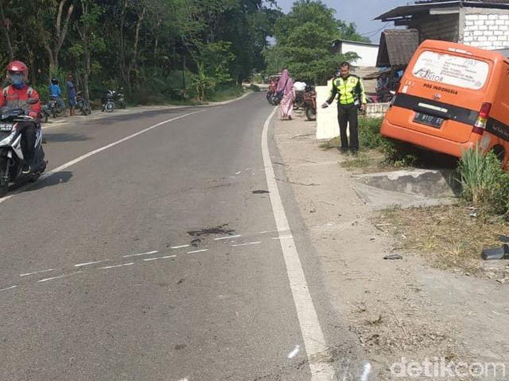 Mobil PT Pos Tabrak Pemotor di Rembang, 2 Orang Tewas