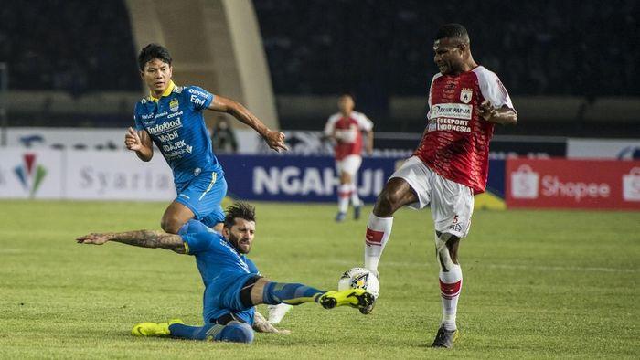 Persib Bandung menang 3-0 atas Persipura Jayapura. (Foto: M Agung Rajasa/Antara)
