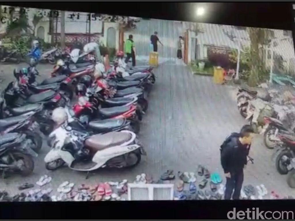Aksi Curi Tas di Masjid Agung Cimahi Terciduk CCTV