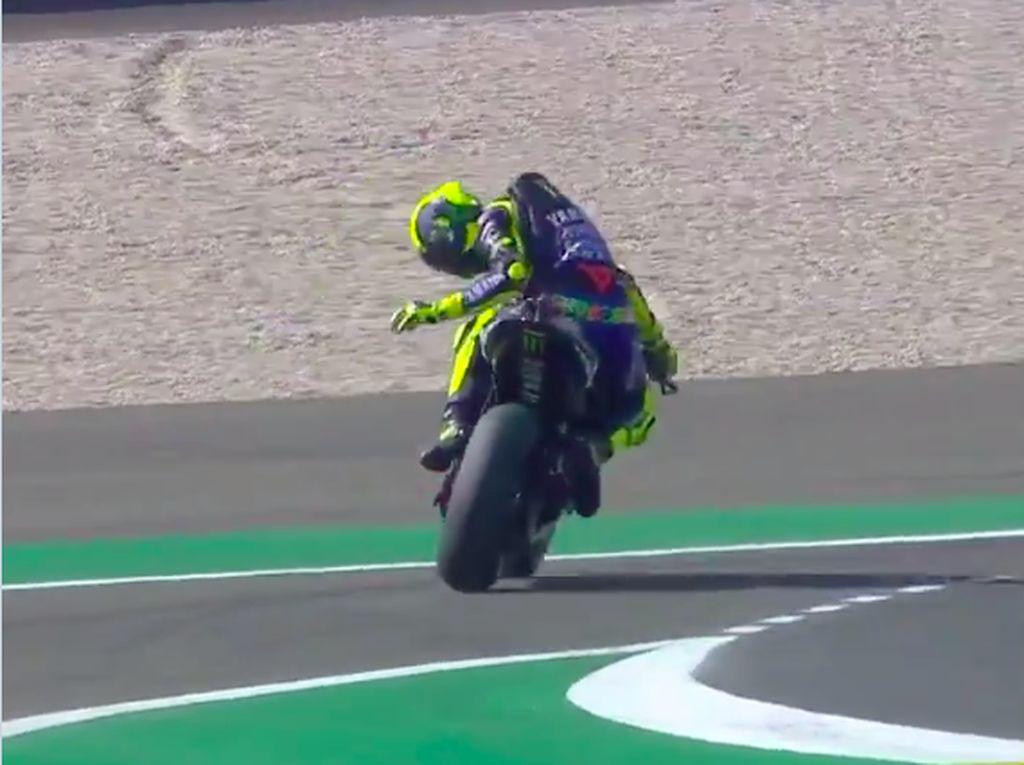 Waduh! Rantai Motor Rossi Putus Saat Latihan Bebas di Perancis