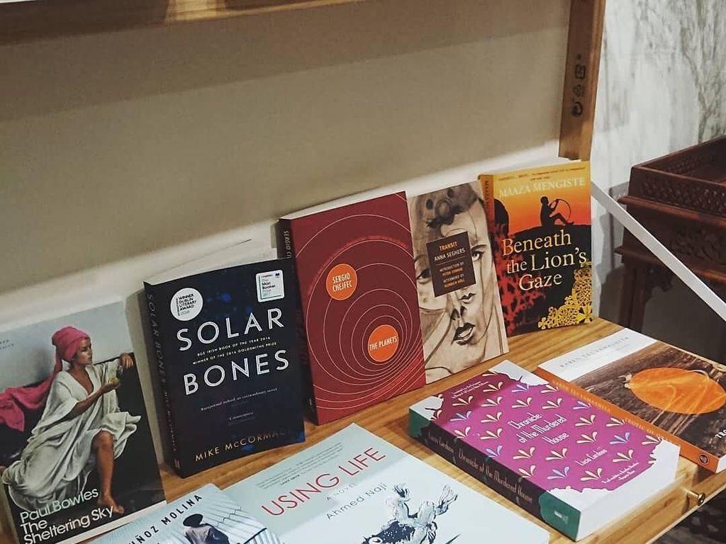 Menjelajah ke Belahan Dunia Lain Lewat Buku-buku di Transit Bookstore