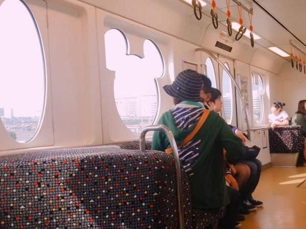 Ini Rasanya Naik Kereta Commuter di Tokyo Disneysea
