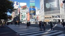 Berdiri di Persimpangan Tersibuk di Dunia