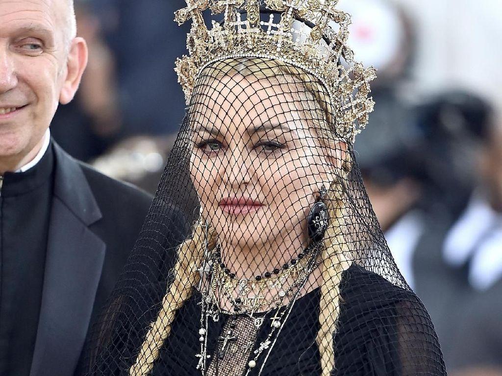 Madonna Unggah Foto Mesra dengan Pacarnya yang Ulang Tahun ke-26