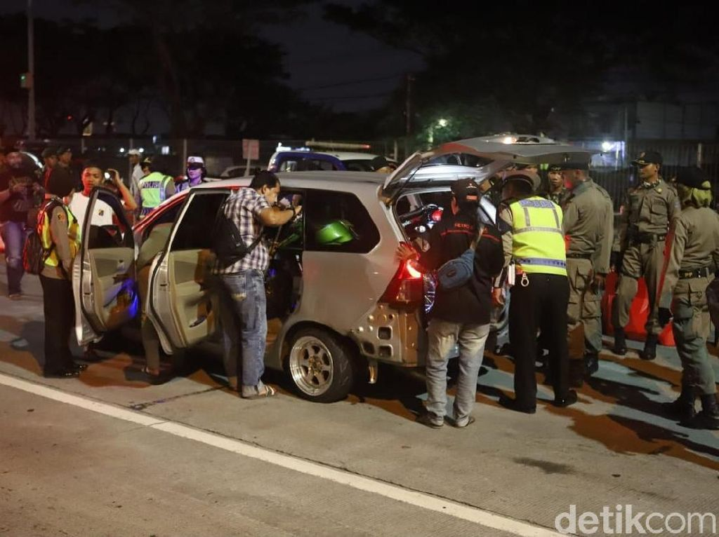 Polisi di Surabaya Sweeping Gerakan Massa yang Ikut Aksi 22 Mei