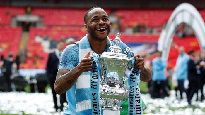 Raheem Sterling untuk pertama kalinya memenangi Piala FA. (Foto: David Klein/Reuters)