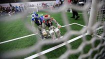 Gol! Begini Serunya Robot Main Sepakbola