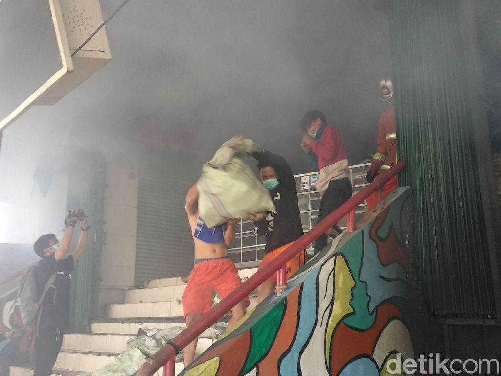 Pedagang Korban Kebakaran Pasar Kosambi Direlokasi Sementara ke Area Parkir