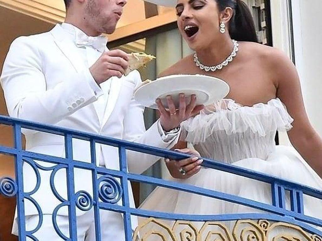 Usai Hadiri Cannes 2019, Nick Jonas dan Priyanka Chopra Makan Pizza Bareng