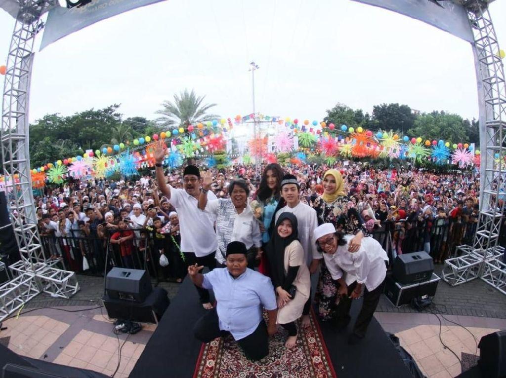 Promosi Si Doel The Movie 2, Rano Karno Bagi Makanan ke 3000 Orang