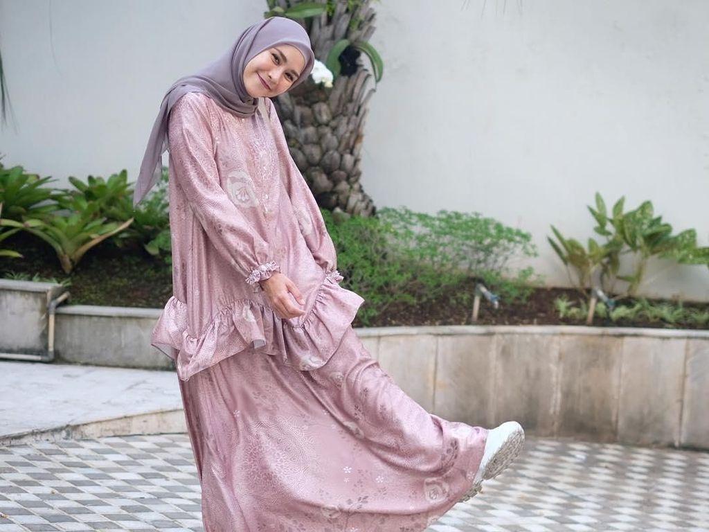 Foto: Inspirasi Gaya Hijab untuk Bukber ala Zaskia Adya Mecca
