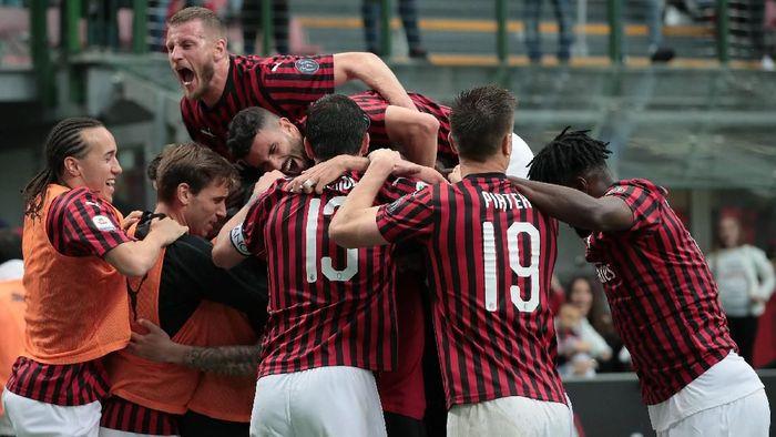 AC Milan dicoret dari Liga Europa karena Financial Fair Play. (Foto: Emilio Andreoli/Getty Images)