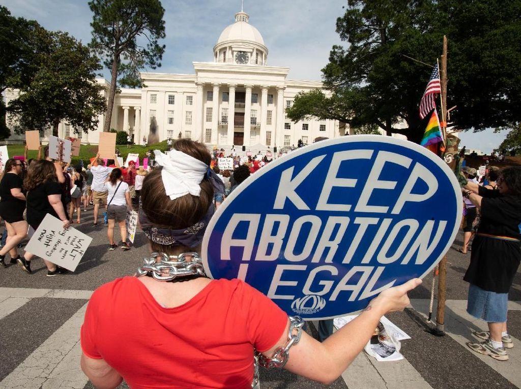 Ratusan Orang Turun ke Jalanan Alabama, Memprotes Larangan Aborsi