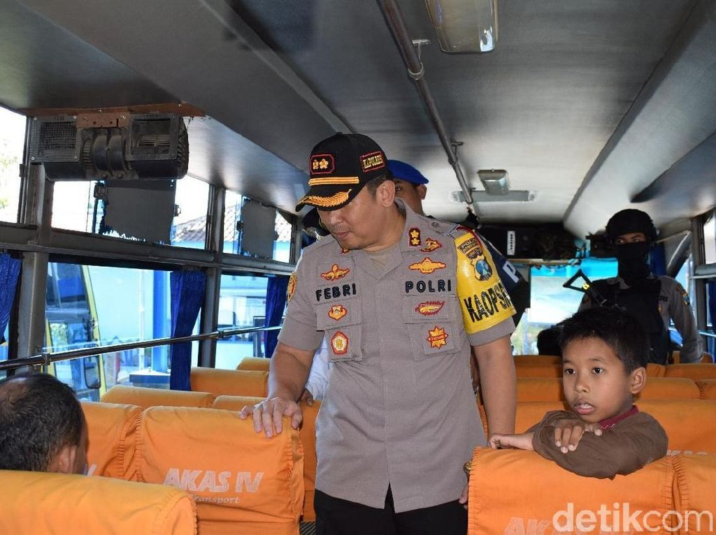 Antisipasi Aksi 22 Mei, Polisi Bondowoso Sekat Penumpang Keluar Kota