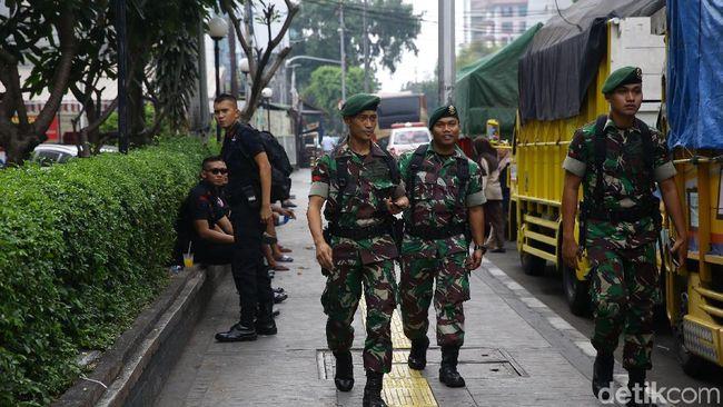 Berita Lewati Kerumunan Massa Aksi 22 Mei, TNI Diteriaki 'Bersama Rakyat' Sabtu 24 Agustus 2019