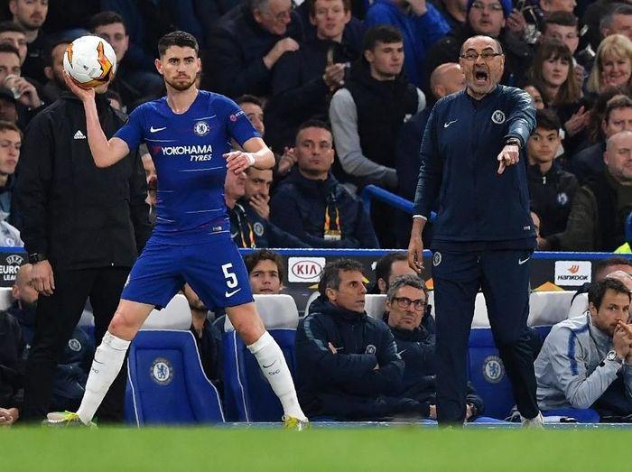 Jorginho tidak akan mengikuti Maurizio Sarri seandainya dipecat Chelsea. (Foto: Ben Stansall / AFP)