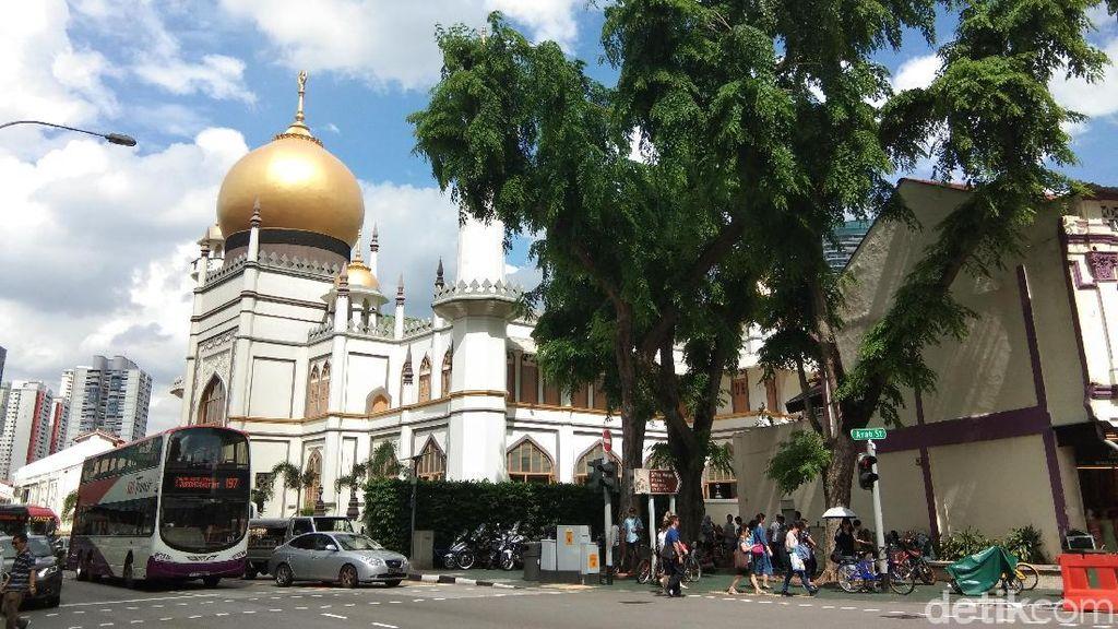 Suasana Ngabuburit di Masjid Tertua di Singapura