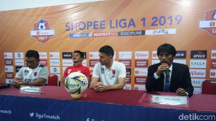 Pelatih PSM Makassar, Darije Kalezic (kedua dari kiri). (Foto: Reinhard Soplantila/Detikcom)