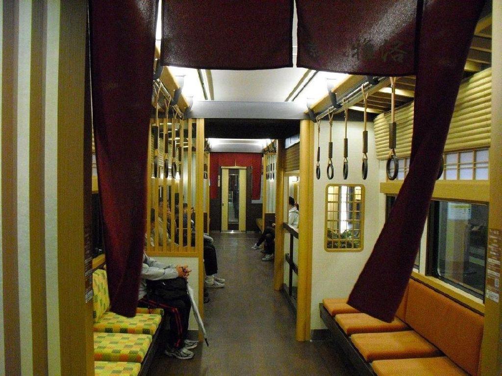 Gerbong Kereta Unik di Jepang, Bergaya Rumah Tradisional