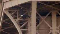 Usai Pemanjat Ditangkap, Menara Eiffel Dibuka Kembali