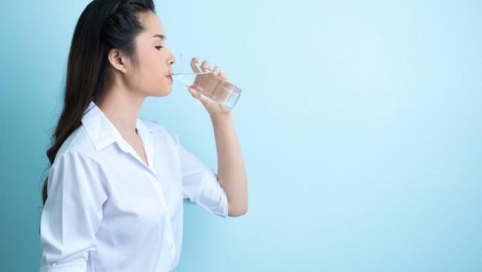 6 Manfaat Minum Air Hangat Sebelum Tidur