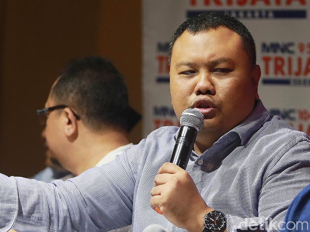 Hensat Kritik Pemerintah soal Medsos Anggota BEM UI Dihack