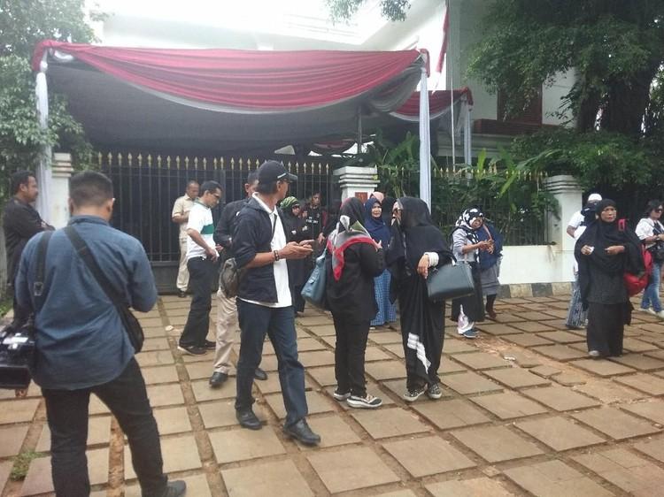 Massa Pro Prabowo Mulai Berdatangan ke Kertanegara