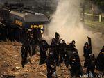 Polisi Pukul Mundur Massa di Depan Bawaslu