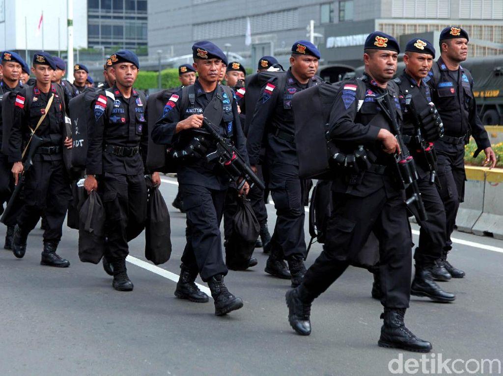 Viral Polisi Jago Sulap di Aksi 22 Mei, Netizen Auto Jatuh Cinta