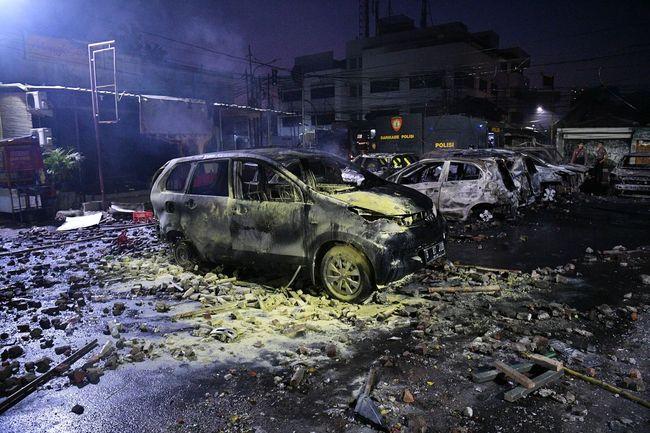 Berita Foto: Mobil-mobil yang Terbakar di Asrama Brimob Petamburan Jumat 20 September 2019