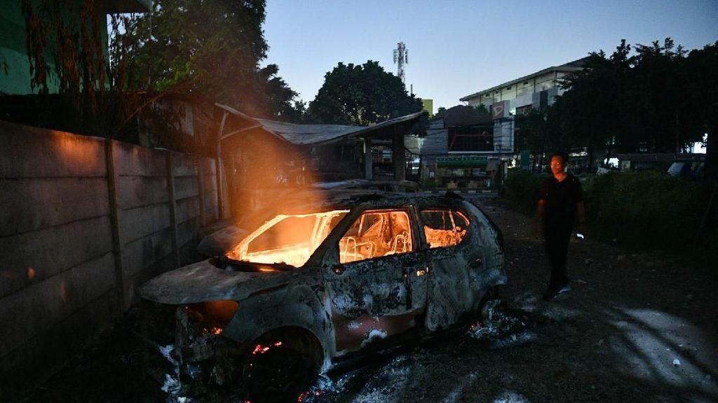 Mobil Dibakar di Petamburan Hanya Tersisa Kerangka