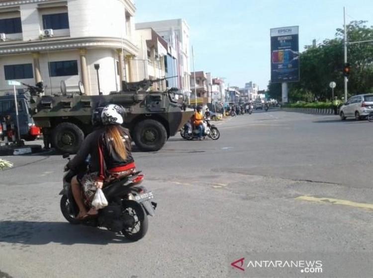 Video Rusuh di Pontianak, Massa Blokir Jembatan & Bakar Pos Polisi