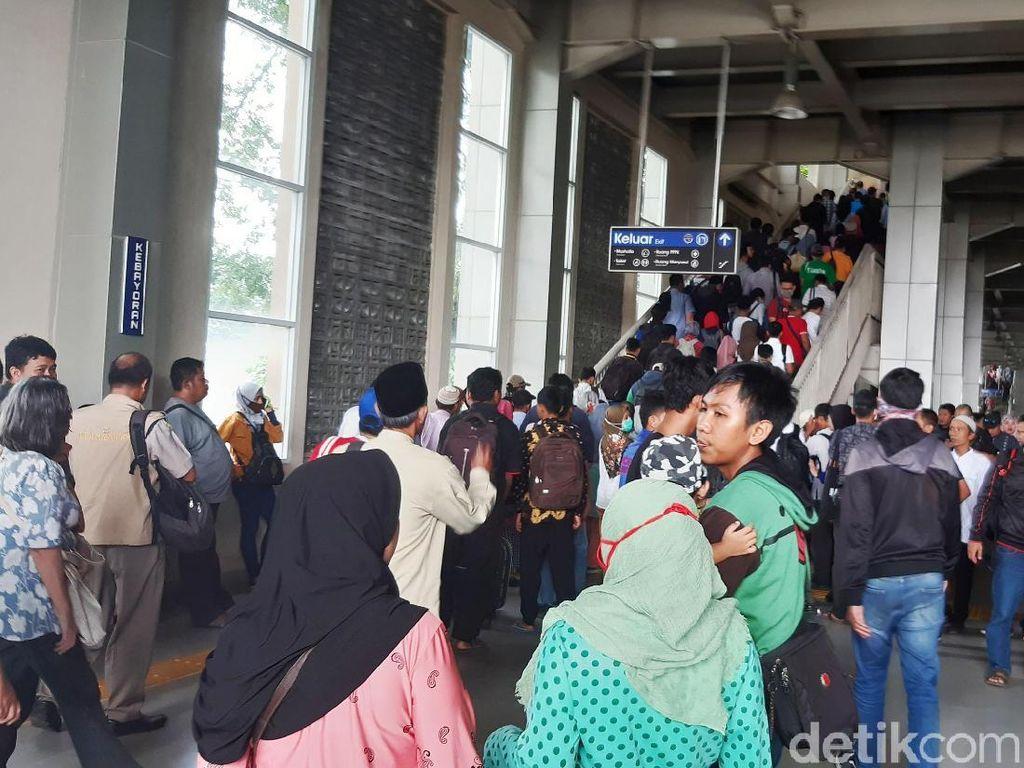KRL Tak Sampai Palmerah dan Tanah Abang, Stasiun Kebayoran Padat