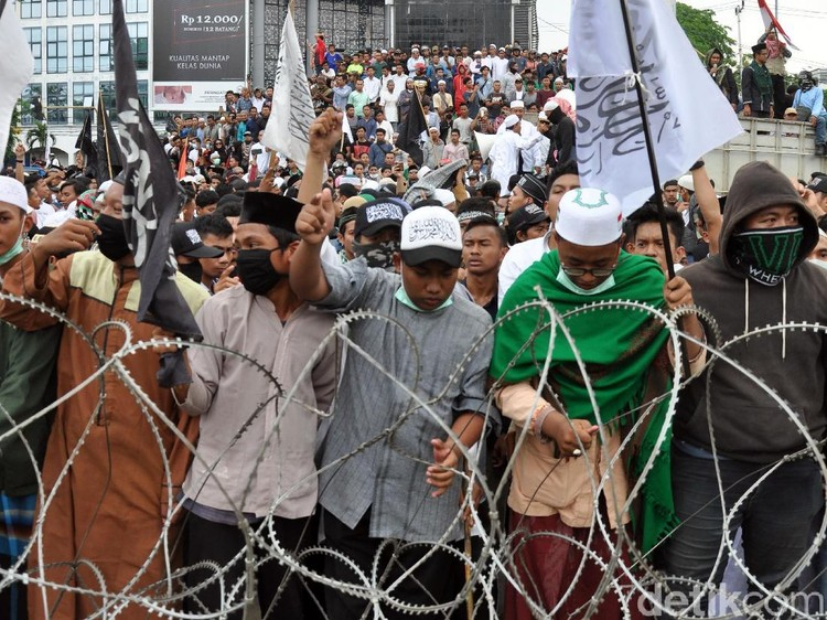 Aksi 22 Mei di Medan, Massa Sempat Lempari Polisi