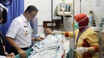 Momen Anies Jenguk Korban Kerusuhan Tanah Abang di RS Tarakan