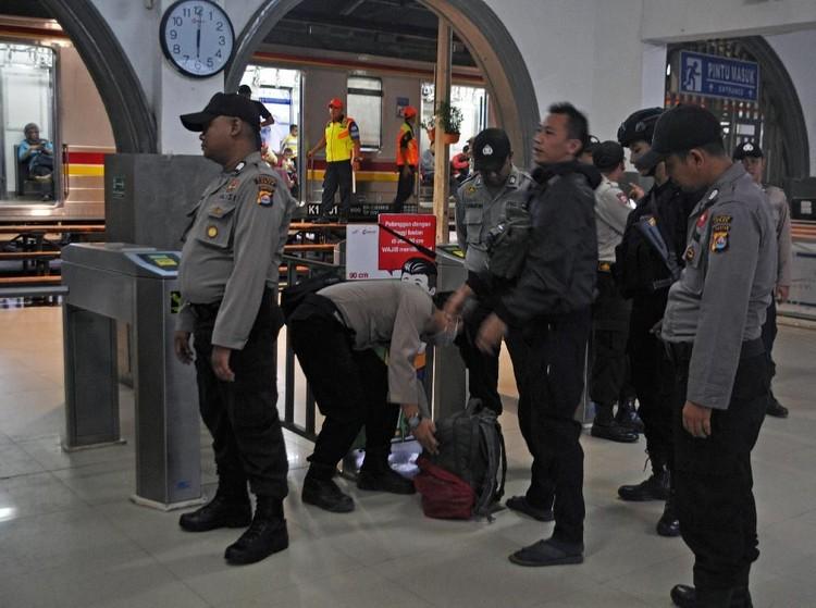 Polisi Temukan Sajam dari Penumpang Kereta Rangkasbitung-Tn Abang