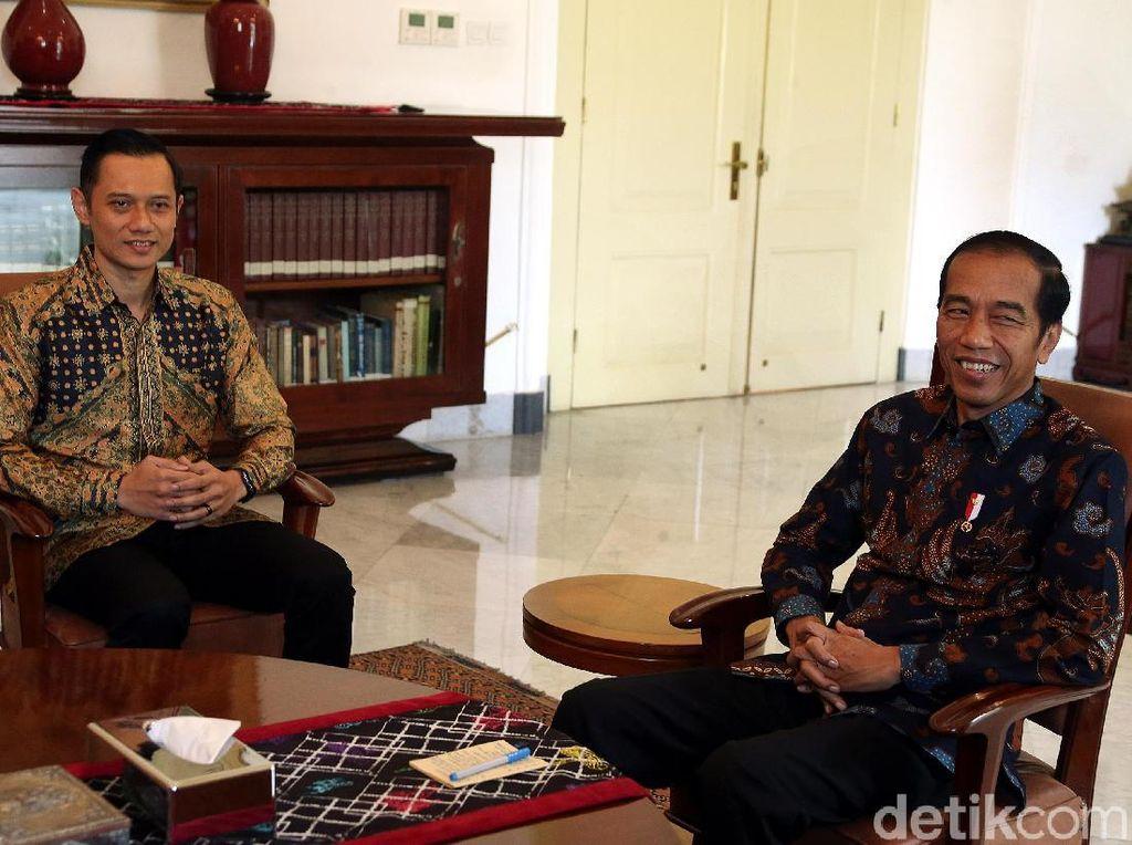 Kompak Berbatik, Jokowi dan AHY Bertemu di Istana Bogor