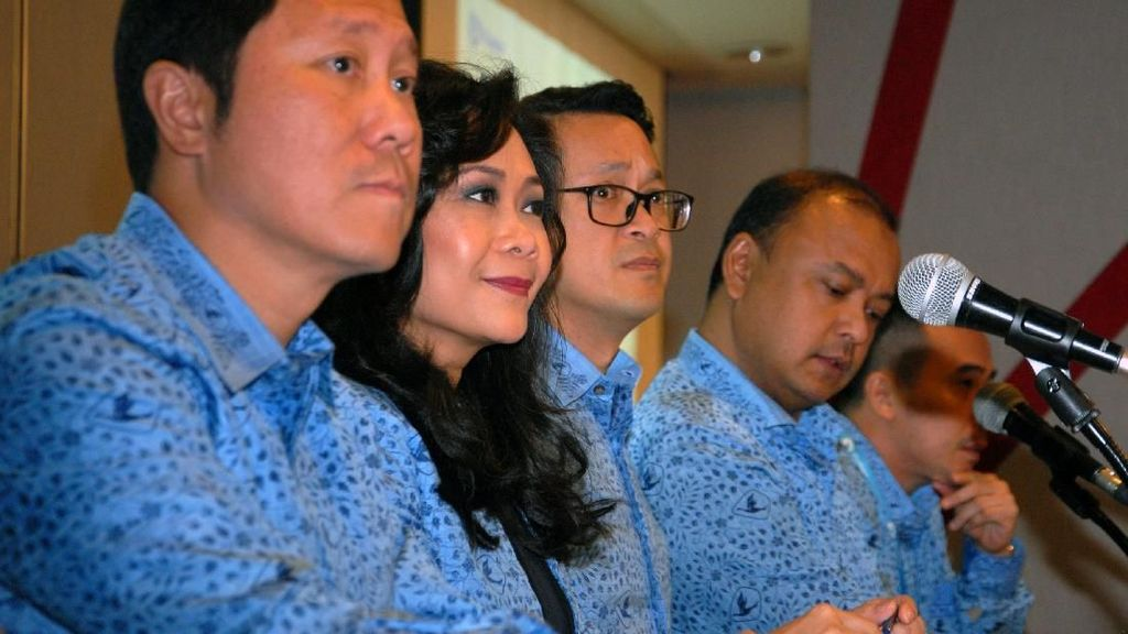 Blue Bird Gelar RUPST