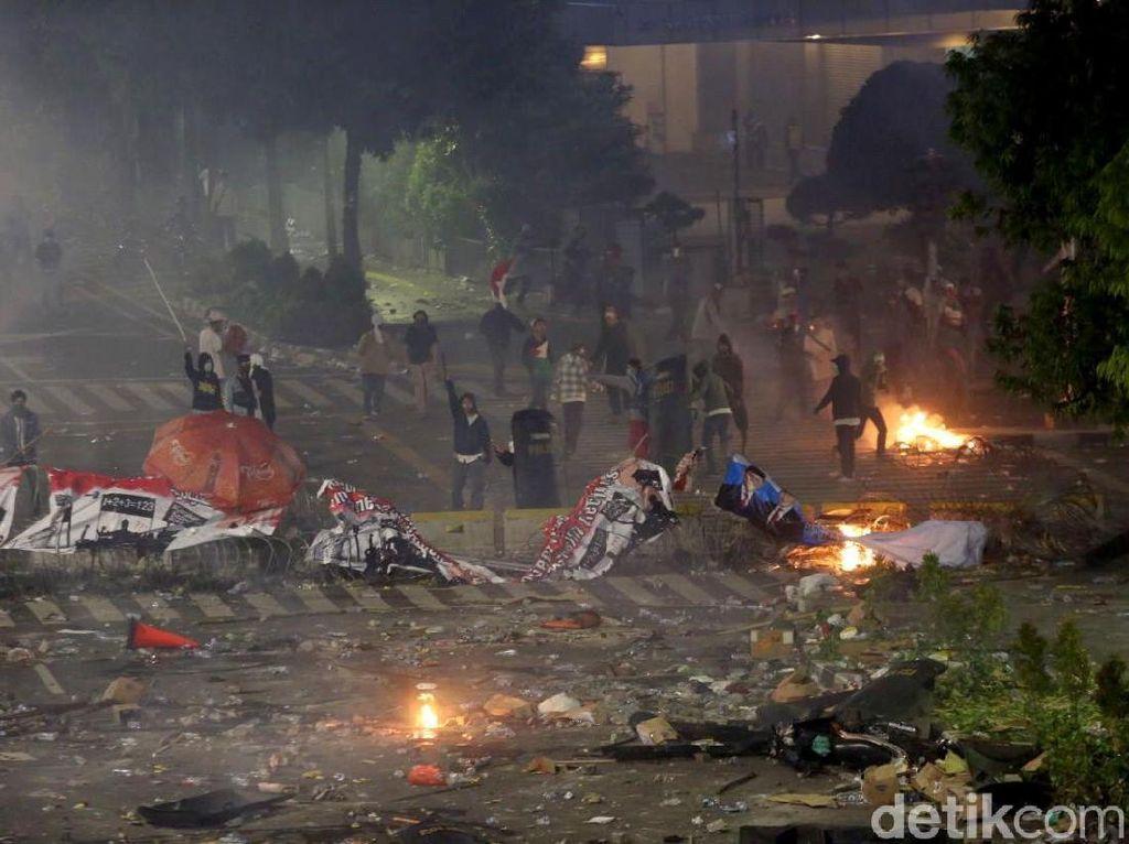 Beda Massa Perusuh dan Massa Damai di Aksi Demo 22 Mei