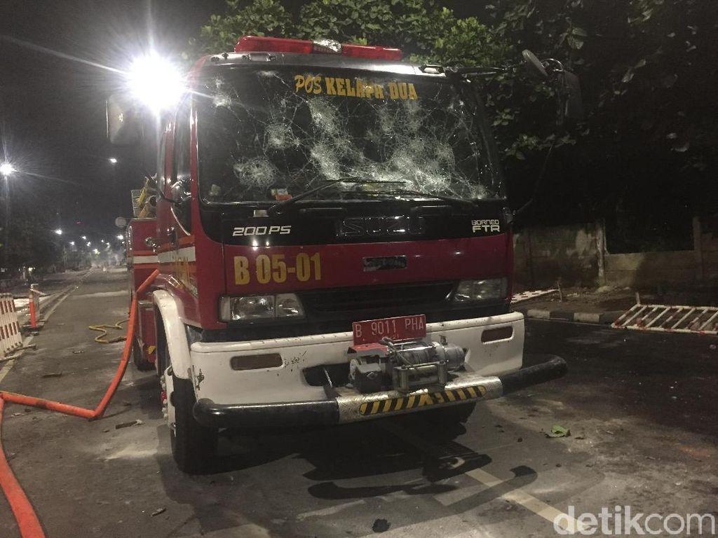 Penampakan Mobil Damkar yang Sempat Dibajak Massa Rusuh di Slipi