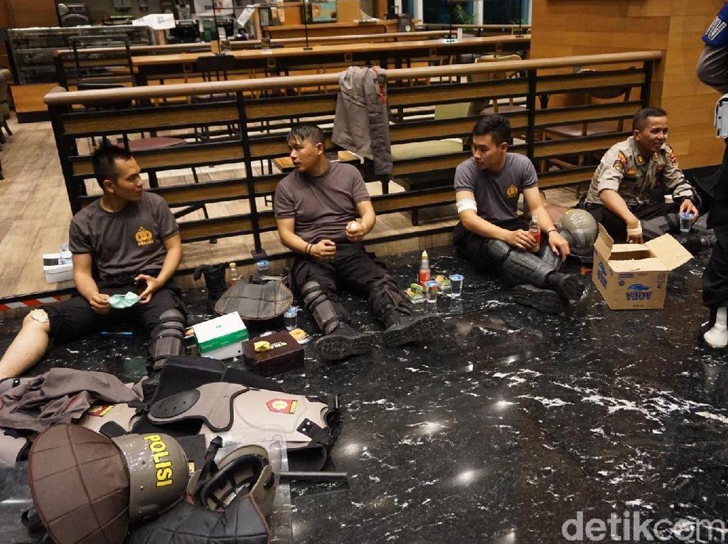 4 Polisi Terluka Akibat Kerusuhan 22 Mei di Slipi Jakbar