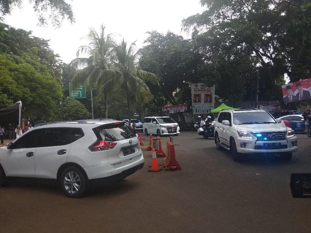 Pantau Persiapan Gugatan ke MK, Prabowo Tiba di Kertanegara