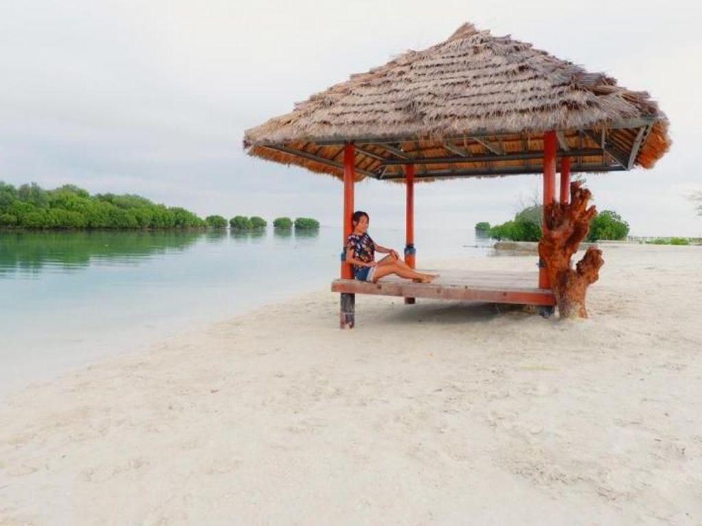 Pulau Cantik Buat Kemping Asyik di Jakarta
