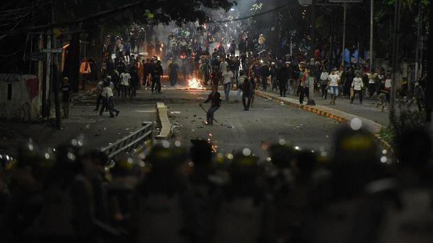 Kerusuhan 22 Mei yang bertujuan menentang hasil rekapitulasi KPU memakan banyak korban pendukung Prabowo-Sandiaga.