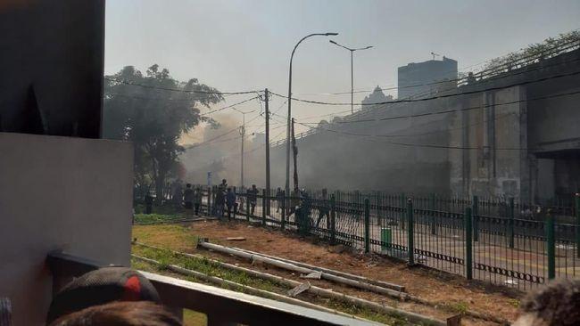 Berita Penampakan Stasiun Tanah Abang yang Dilempari Batu oleh Massa Sabtu 24 Agustus 2019