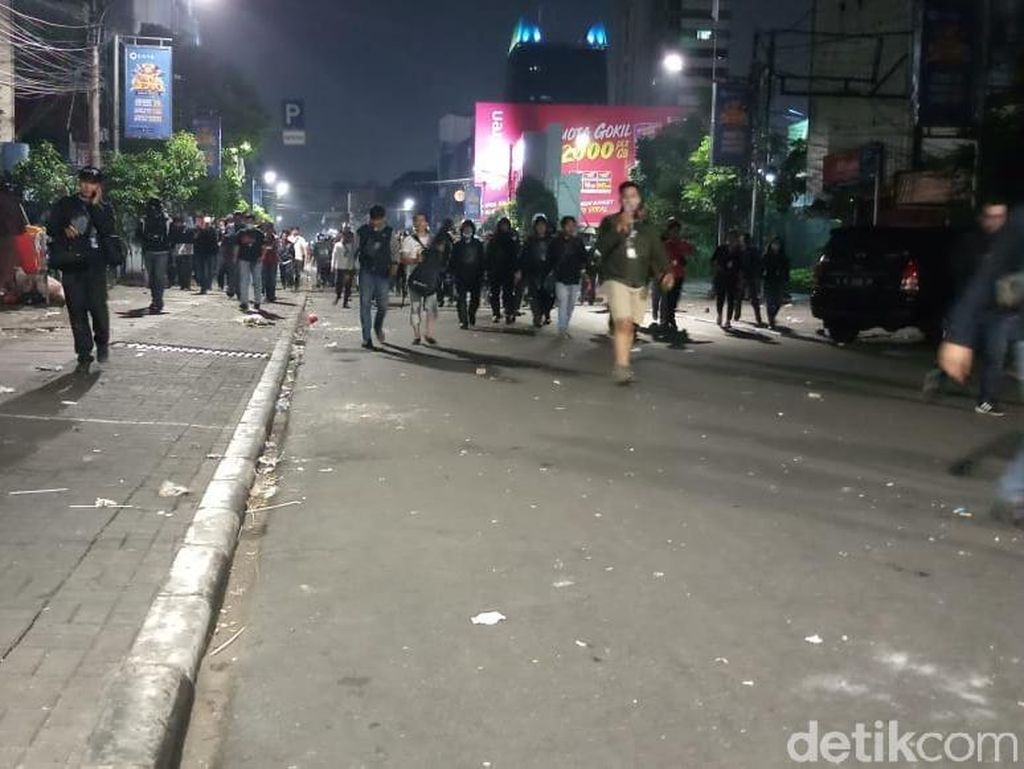Polisi ke Massa yang Bikin Ricuh: Sudah Cukup, Sahur... Sahur...