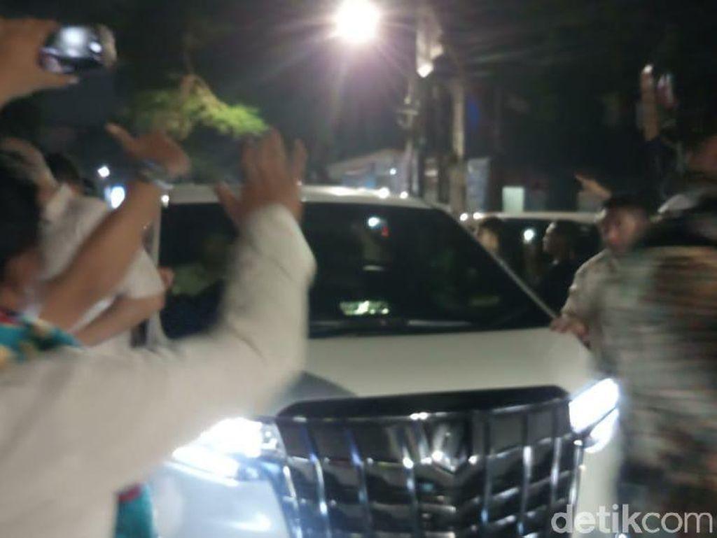 Prabowo Tinggalkan Rumah Aspirasi di Menteng Setelah Jenguk Korban Rusuh
