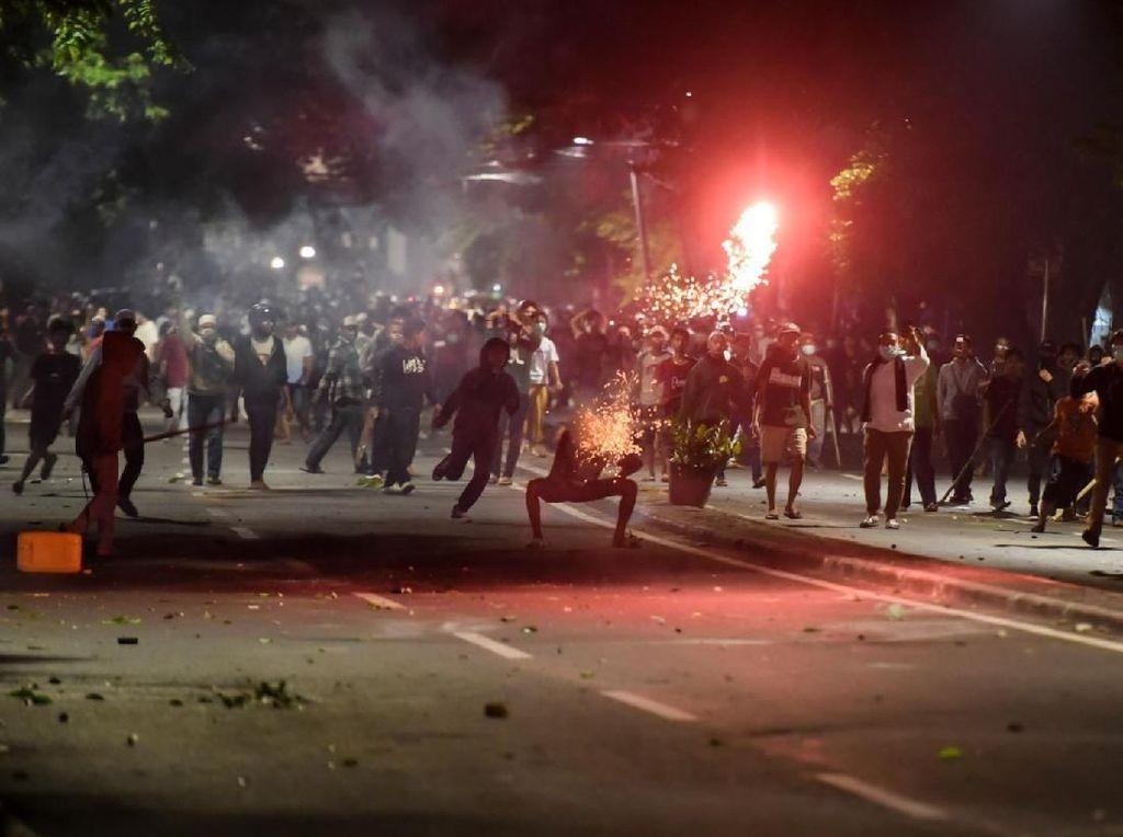 Kegelisahan dan #saveindonesia Bergaung Susul Kerusuhan Aksi Massa