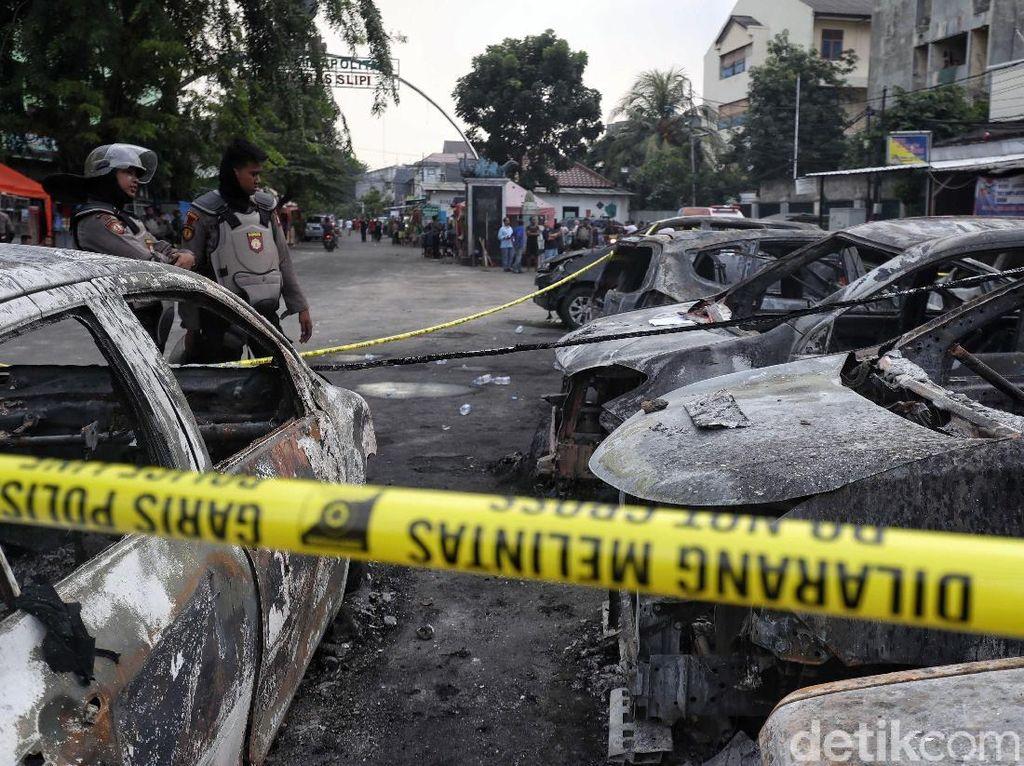 Berita Populer: Asuransi dan Servis Mobil Dibakar di Petamburan