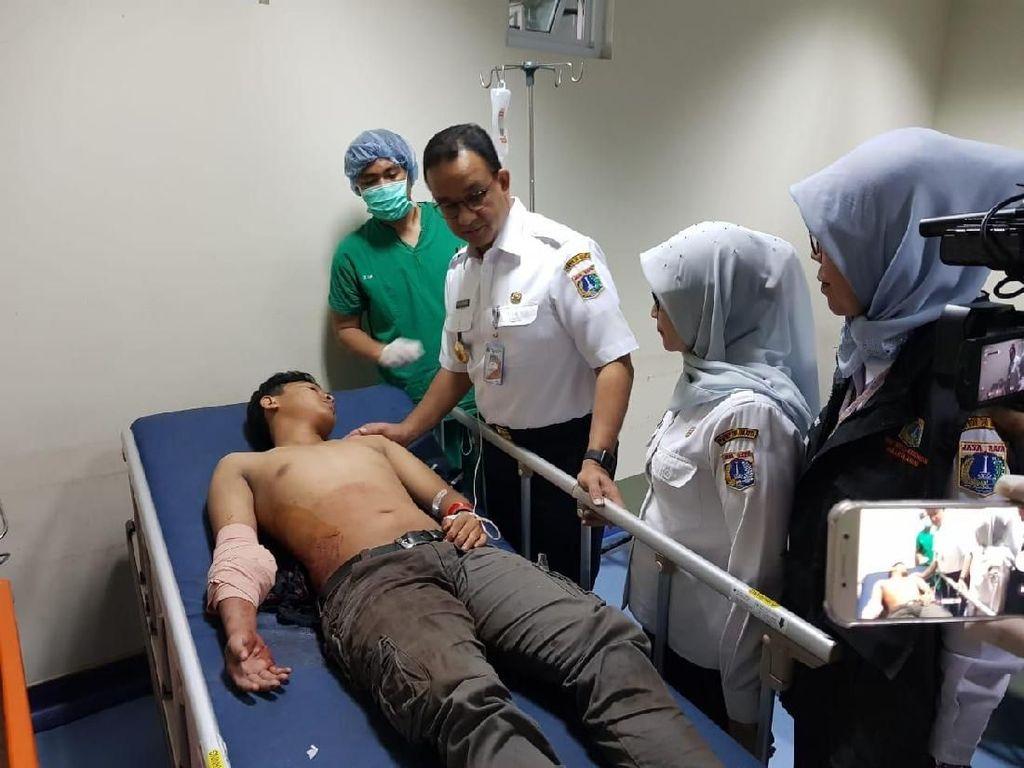 Anies ke RS Tarakan Jenguk Korban Luka Akibat Demo